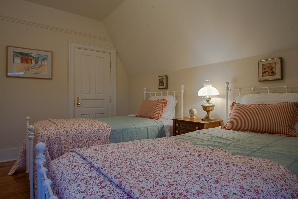 2-Large-Bedroom-7